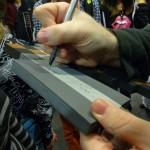 Dédicace Joueur du Grenier sur une réplique d'arme Minecraft