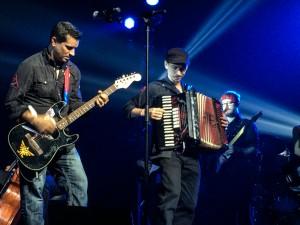 Tommy Tallarico et l'accordéoniste du groupe Random Encounter